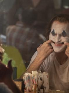 «Joker»: Joaquin Phoenix zeigt ein Oscar-würdiges Grinsen