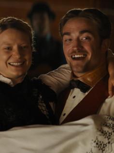 #Berlinale2018 - Robert Pattinson, dindon de la farce dans une western comédie !