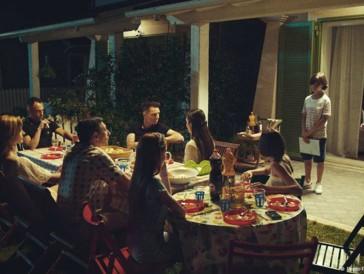 Ours d'Argent - Meilleur scénario: «Favolacce» de Damiano Fabio D'Innocenzo, un film sur des tensions naissantes en banlieue de Rome.