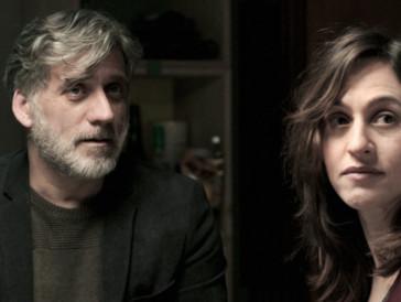 Mickael et Dafna, les parents, incarnés ici par Lior Ashkenaz et Sarah Adler