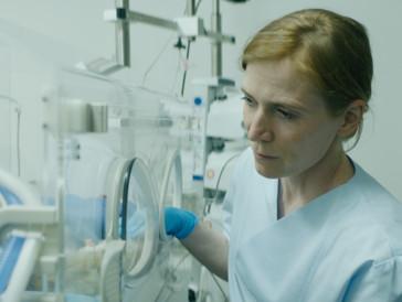 Zwischen Glaube, Wahn und Wissenschaft: Protagonistin Ruth in «Der Unschuldige».