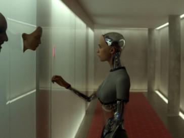 Alicia Vikander als filigrane Roboter-Frau in Ex Machina