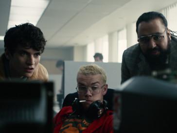 Weirdos unter sich: Stefan, der abgedrehte Colin und der Firmenboss bestaunen ein Game.