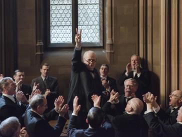 Vier Stunden in der Maske und eine Nikotinvergiftung haben sich gelohnt: Gary Oldman wurde mit einem Golden Globe für seine Darstellung von Churchill geehrt.