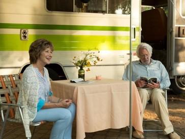 Haben genug von ihren Kindern und lästigen Arztbesuchen: Das Ehepaar Ella und John auf ihrem Abenteuer-Trip.