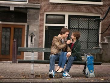 """<font size=""""6""""><strong>6. Das Schicksal ist ein mieser Verräter (2014)</strong></font><br><br>   Das auf dem gleichnamigen Bestseller von John Green basierende Liebesdrama erzählt die Geschichte von Hazel (Shailene Woodley) und Gus (Ansel Elgort), die beide an einer unheilbaren Krankheit leiden und sich allen Umständen zum Trotz auf einer ereignisreichen Reise nach Amsterdam ineinander verlieben. <br><br>  Pointierte und der Thematik zum Trotz überraschend witzige Dialoge und authentische Hauptdarsteller tragen dazu bei, dass «Das Schicksal ist ein mieser Verräter» seiner Romanvorlage absolut Rechnung trägt."""