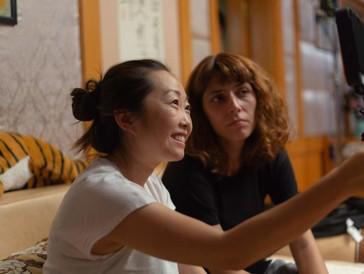 Die Tragikomödieist ihre eigene Geschichte: Lulu Wang am Set zu «The Farewell».