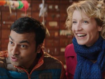 Belgisch-französischer Humor: Ajit (Pitobash Tripathy) und Jeanne (Alexandra Lamy) scheinen es lustig zu haben.