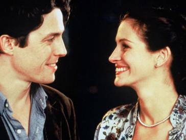 """<font size=""""6""""><strong>2. Notting Hill (1999)</strong></font><br><br>   Das Leben eines Buchladen-Besitzers im Londoner Stadtteil Notting Hill ändert sich für immer, als die berühmte Schauspielerin Anna Scott (Julia Roberts) eines Tages seinen Laden betritt, mit der er kurz später im Quartier erneut per Zufall im wortwörtlichen Sinn zusammenstösst. Zwischen den beiden bahnt sich eine Romanze an, der einige Hindernisse in den Weg gelegt werden – denn Anna spielt nicht mit offenen Karten… <br><br>  Der Liebesfilm weiss mit seinem Setting – dem romantischen Notting Hill mit seinen farbigen Häusern und charmanten Strassen – genauso zu bezirzen, wie mit seinen zwei hochkarätigen Hauptdarstellern, die das Katz- und Maus-Spiel zu einem Wechselbad der Gefühle machen."""