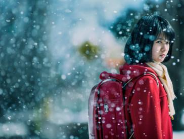 Um den Mord am stillen, zurückgezogenen Mädchen Kayo Hinazuki zu verhindern und den Fall aufzuklären, sucht Satoru Fujinuma den Kontakt zu ihr.