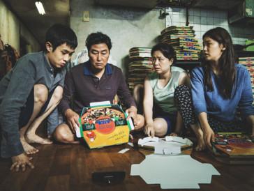 """Der Golden Globe für den besten fremdsprachigen Film ging wohlverdient an das südkoreanische Meisterwerk «Parasite». Der Regisseur Bong Joon-ho war ausserdem für die Kategorie als """"Bester Regisseur"""", sowie für das beste Drehbuch nominiert, verpasste jedoch beide Male den Sieg."""
