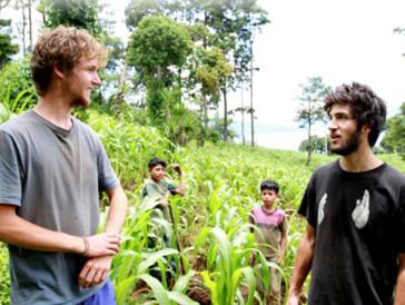 Ein Leben ganz abseits von fliessend Wasser, Feiern und Fast Food: In Guatemala ringen vier Studenten mit der Armut.