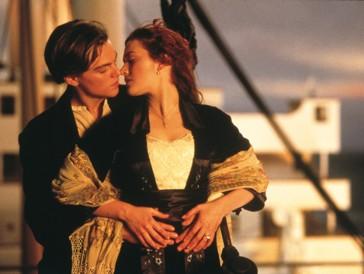 Platz 2 |  Mit «Titanic» traf James Cameron mitten ins Schwarze und liess Leonardo DiCaprio und Kate Winslet, die bis heute eine tiefe Freundschaft verbindet, zu Megastars werden. An Camerons Werk schien buchstäblich alles zu stimmen: Vom Schauspiel über die visuellen Effekte bis hin zu Céline Dions Ballade «My Heart Will Go On». Zusammen mit «Ben-Hur» und «Herr der Ringe: Die Rückkehr des Königs» teilt sich der Film einen ganz aussergewöhnlichen Rekord: Alle 3 Blockbuster wurden mit sagenhaften 11 Oscars ausgezeichnet. (Weltweiter Umsatz: 2.194,0 Mio $)