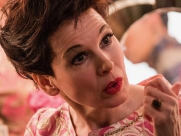 """Renée Zellweger konnte das Rennen in der Kategorie """"Beste Schauspielerin in einem Drama"""" machen. Mit ihrem emotionalen Auftritt in «Judy» konnte sie sich unter anderem gegen Scarlett Johansson durchsetzen, die im Netflix-Scheidungsdrama «Marriage Story» brilliert."""