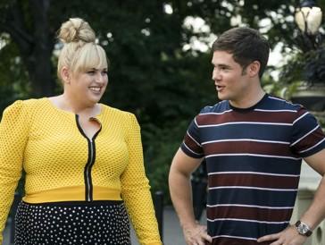 Natalie und ihr bester Freund Josh, der sich umsonst um die Gunst der cleveren, aber unsicheren Frau bemüht.