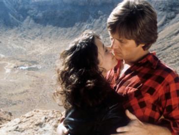 Seit «Starman» (1984) dokumentiert Bridges Dreharbeiten von Filmen in denen er auftritt, mit seiner Widelux-Kamera und stellt aus den Bildern…