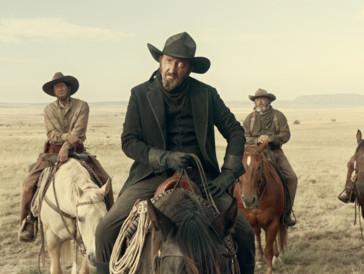 Der amerikanische Wilde Westen der Coen-Brüder: Ein paar weisse Cowboys auf Pferden.