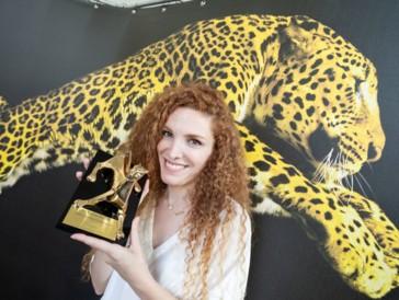 """Sarah Fattahi wurde für ihren Dokumentarfilm «Chaos» in der Kategorie """"Cineasti del presente"""" ausgezeichnet."""