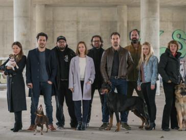 Einige bekannte Gesichter: Das Team rund um «Dogs of Berlin».