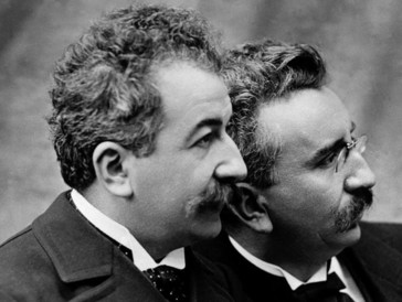 Die Gebrüder Lumière sorgten 1896 mit ihrem Kinematographen an der Genfer Landesausstellung für Aufsehen.