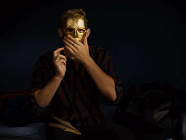 Wer steckt hinter der Maske des textsicheren Rappers? Ein blöder Zufall sorgt für eine Verwechslung mit Folgen. ©Impuls Pictures