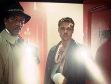 """<font size=""""6""""><strong>13. Sieben (1995)</strong></font><br><br>   Ein kurz vor der Pensionierung stehender Detective (Morgan Freeman) und ein Neuling bei der Polizei (Brad Pitt) müssen zusammenspannen, um einen Mörder zu schnappen, der sieben Morde nach den sieben Todsünden begehen will. <br><br>  David Fincher ist mit «Sieben» ein äusserst brutaler, spannungsvoller Thriller gelungen, der mit seinem wie aus dem Nichts kommenden Ende zu schocken weiss."""