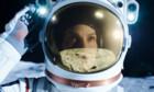 Netflix-Serienkritik «Away»: Mit Hilary Swank zum Mars