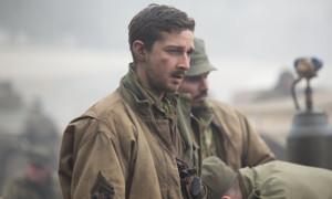 """Auch Shia LaBoeuf nimmt seine Aufgabe als Schauspieler enorm ernst. Für """"Fury - Herz aus Stahl"""" (2014), in dem er neben Brad Pitt einen Richtschützen im 2. Weltkrieg spielt, hielt er sich zuvor einen Monat in einer amerikanischen Militärbasis auf. Zudem liess er sich einen Zahn ziehen und fügte sich im Gesicht Schnitte zu (Bild), dessen Narben er während den Dreharbeiten nicht verheilen liess - die Schnitte der Maskenbilder waren ihm zu wenig echt. Zudem duschte er während den Dreharbeiten vier Monate lang nicht, was die Kinozuschauer zum Glück nicht mitbekamen, seinen Co-Stars aber bestimmt nicht so zusagte."""