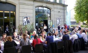 Bildrausch Basel: Fröhliche Tafelrunde