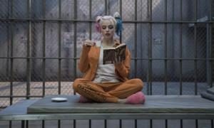 """Auch Margot Robbie nimmt ihre Rollen sehr genau: Sie musste für eine Actionszene in """"Suicide Squad"""" dazu fähig sein, mindestens eine Minute unter Wasser zu bleiben. Sie konditionierte ihren Körper aber schlussendlich darauf, über 5 Minuten ohne Luft auszukommen - Wahnsinn!"""
