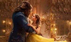 """...unter anderem auch deshalb, weil die Realverfilmung von """"Beauty and the Beast"""" gerade einen ordentlichen Rekord knacken konnte. Das Märchen spülte weltweit über eine Milliarde Dollar in die Kassen des Maus-Unternehmens und macht es damit zum kommerziell erfolgreichsten Kinofilm von 2017 und zum erfolgreichsten Musical überhaupt: Belle und das Biest schaffen es sogar, Klassiker wie Grease und Chicago hinter sich zu lassen."""